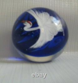 Daniel Salazar Pour Lundberg Studios Japonais Crane Art Glass Paperweight 2
