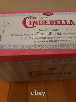 Disney Store Cendrillon Edition Limitée Pantoufle En Verre 1 De 250 25e Anniversaire