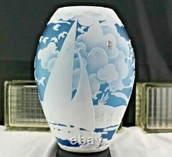 Fenton Glass Kelsey Murphy Sand Vase Sculpté Sail Away 114/150 Bateau Et Mouettes