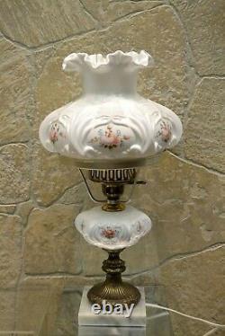 Fenton Lampe Lait Glass Avec Funt/marble Base Louise Piper Roses 20 Étudiants
