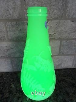 Vaseline Fenton Cameo Glass Carved Frog Dans La Vase Fern Kelsey Murphy Bomkamp